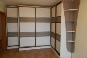 Светлый шкаф со вставками