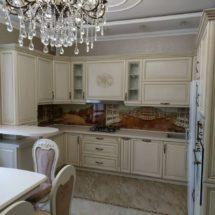 Красивая белая мебель в кухню