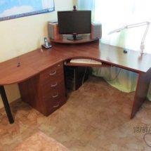 Стол в угол офиса