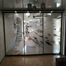 Зеркальный шкаф с узором недорого