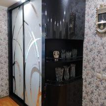 Темный шкаф