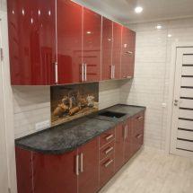 Кухня темно красная