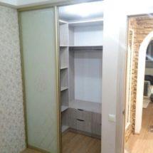 Шкаф купе с раздвигающимися дверями