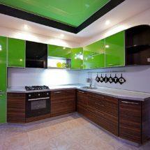 Зелено - темное дерево